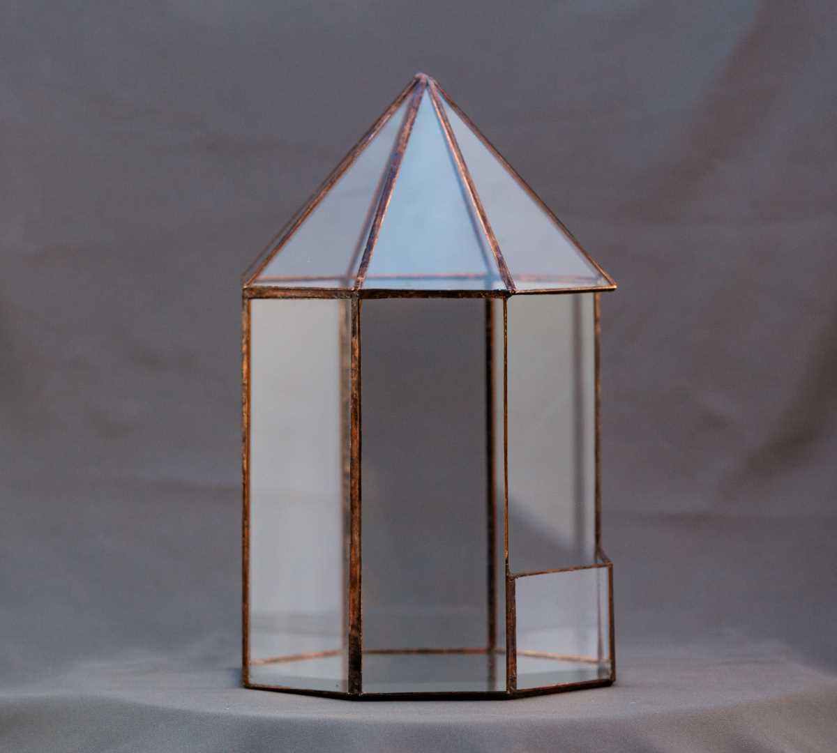 vas terariu in forma geometrica, din sticla, vintage, filigorie