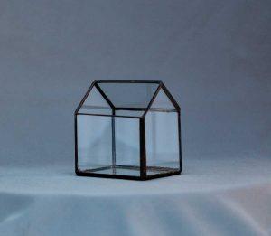 vas terariu, lucrat handmade din sticla, negru, casuta