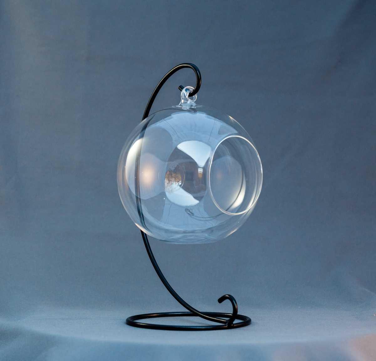 vas terariu in forma de glob, din sticla, suport negru, greenarium