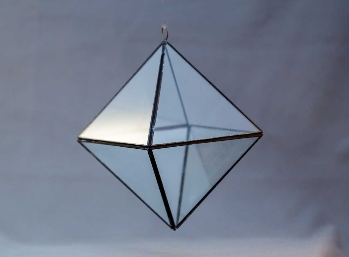 terariu gol din sticla, octaedru geometric, muchii negre, greenarium