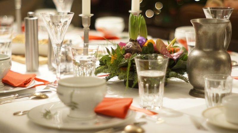 aranjament floral pentru inspiratie, vesela aranjata pentru eveniment